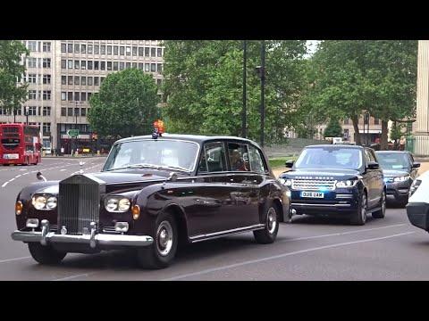 Metropolitan Police SEG escort Royal Limo & NEW 2016 Range Rovers x2