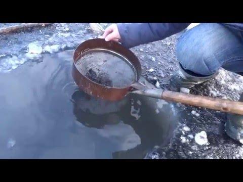 как добывать мотыля зимой видео