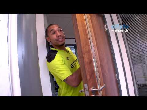 FUNNY Nigel De Jong makes tea for Patrick 'El Presidente' Vieira HD