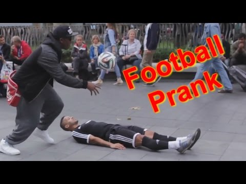 PUBLIC FOOTBALL PRANK (ft F2Freestylers)