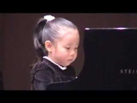 pianist (5 year old Japanese girl):Bach Gigue Music Videos
