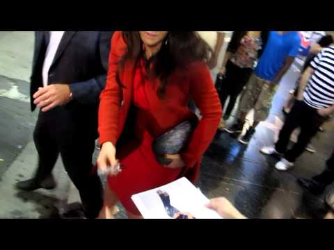 Joanna 'JoJo' Levesque talks about her sex life while she signs autographs
