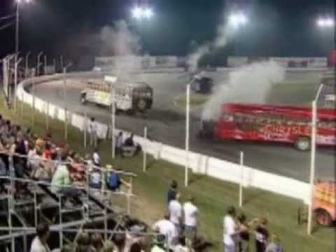 School bus demolition derby ! Video