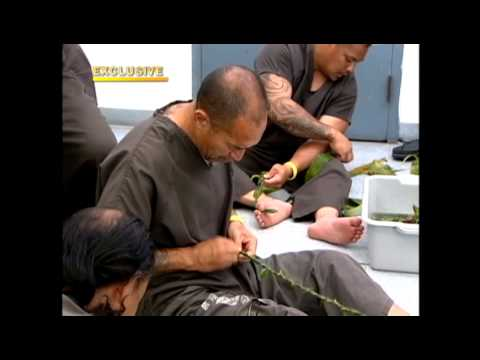 Inmates make lei for Memorial Day