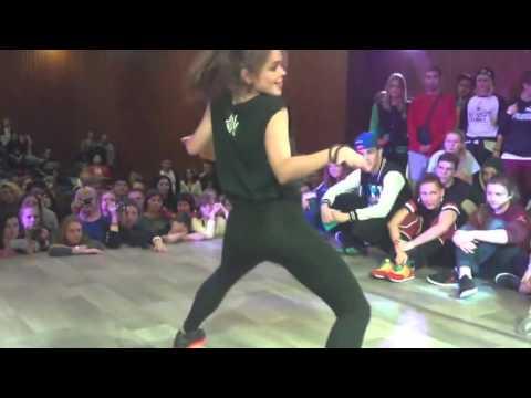 Девушка Офигенно Танцует! Многие позавидуют! КЛАСС!!!