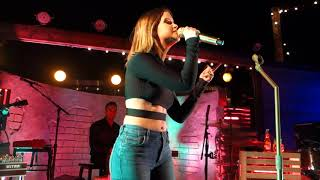 Download Lagu Maren Morris - The Middle - Pioneertown, CA - April 13, 2018 Gratis STAFABAND