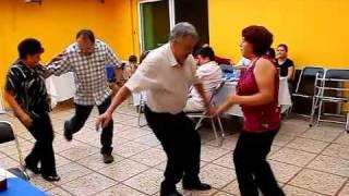 El Tío Pepe bailando Rock and Roll con la Tía Mary. (Super)