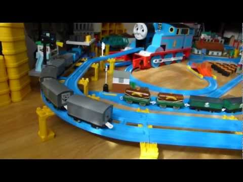 プラレール Tomy Thomas - Ferdinand, Bash, Dash & Edward (Layout 12) [HD]