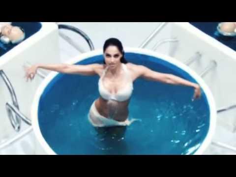 Bipasha Basu Hot In Bikini In  Raaz 3 video