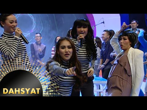Duet Maut! 2 Ayu Joget Zaskia & JuPe Nyanyi 'Aku Mah Gitu Orangnya' [Dahsyat] [17 Nov 2015]