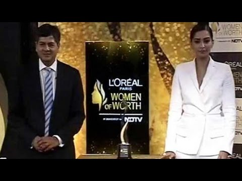 Sonam Kapoor unveils the Women of Worth Awards trophy