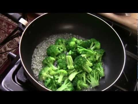 HOW TO MAKE BROCCOLI WITH GINGER AND GARLIC SAUCE