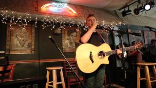 Download Lagu Kelsea Ballerini shows up at the Bluebird Cafe and surprises Landon Wall!!! Gratis STAFABAND