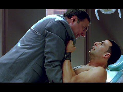 Akshay Kumar Manhandles Boman Irani - Kambakkht Ishq