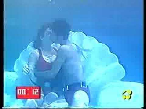 Underwater kiss (4)