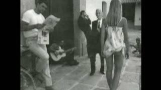 Watch Ricardo Arjona A Siete Metros video