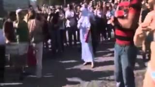 Gezi Parkı:taksimde laz teyze bikinili kadına ateş püskürdü.