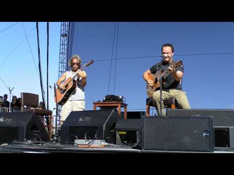 Dave Matthews And Tim Reynolds - Old Dirt Hill Bring That Beat Back