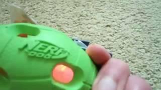 Prezentacja produktu-Świecąca Piłka Football Amerykański-NERF DOG