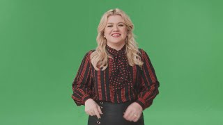 See Kelly Clarkson React to Her Talk Show Set for the First Time