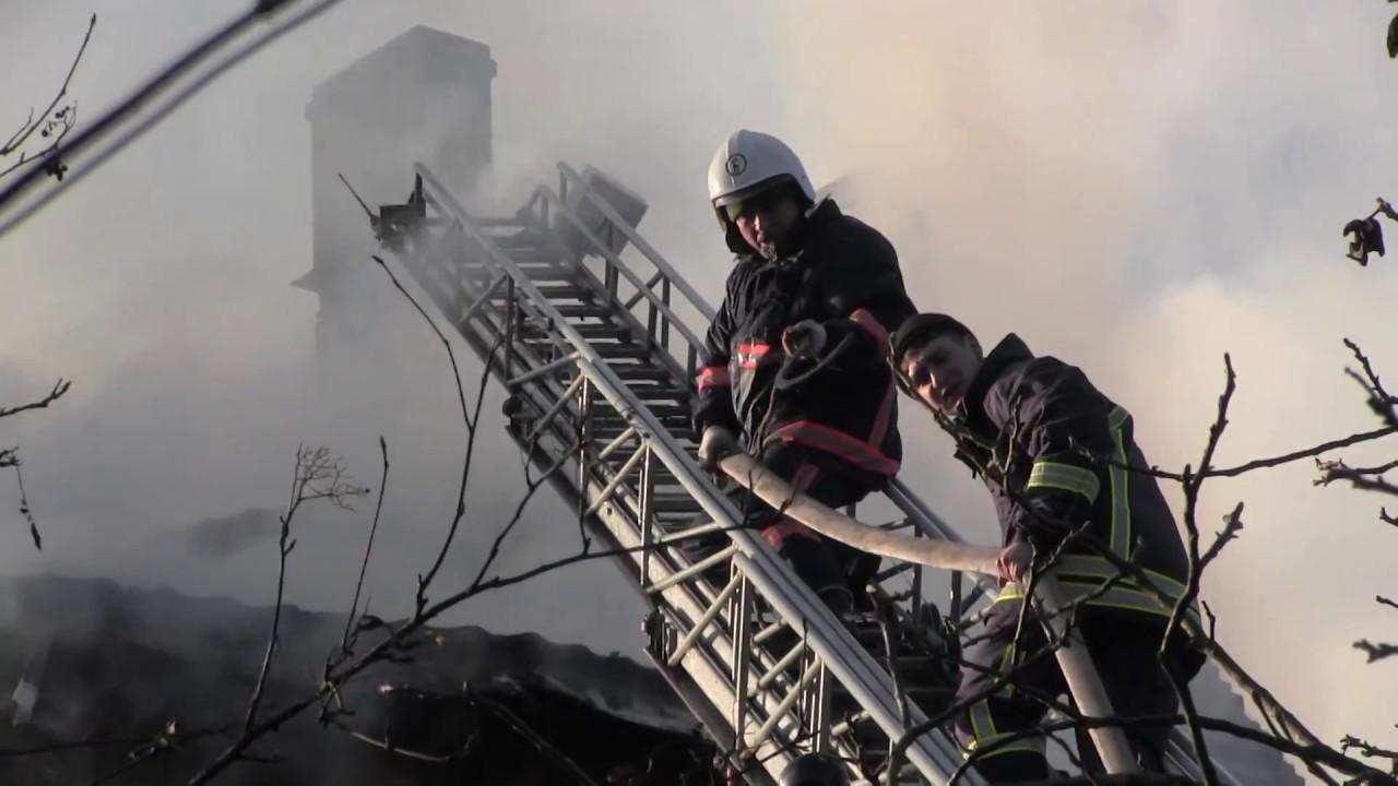 Під час гасіння пожежі 100-річного будинку на Грушевського відбувся похорон