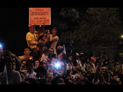 Thousands welcome Pope Francis in his Manila residence