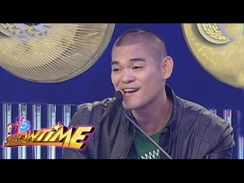 Jay-R serenades Vice on It