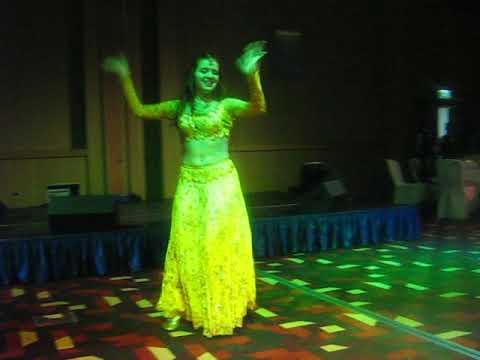 Russian Item Dancer Alina-yasmin Mera Piya Ghar Aaya video