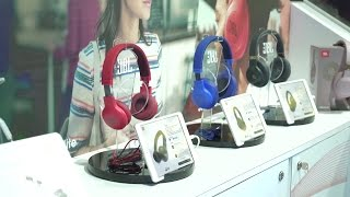 JBL E45BT and E55BT wireless headphones | CES 2017 | Crutchfield video