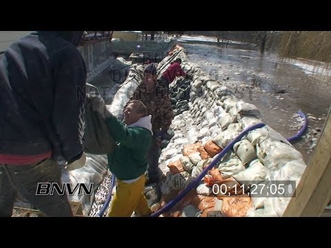 3/28/2009 Massive Sandbag Effort, Moorhead, MN Stock Video Part 1