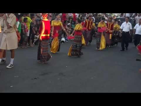 Tari Hegong. Karnaval Maumere kab.SIKKA Flores NTT. 17-08-2016
