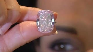 This Woman Bought $13 Diamond Ring At Flea Market That Sold For Over $800K At Auction.