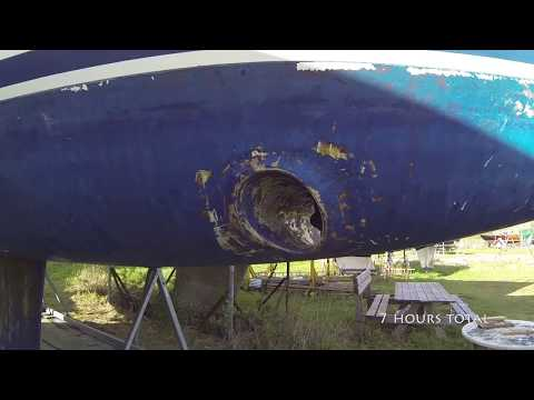 Removing antifouling on a Bavaria Yacht