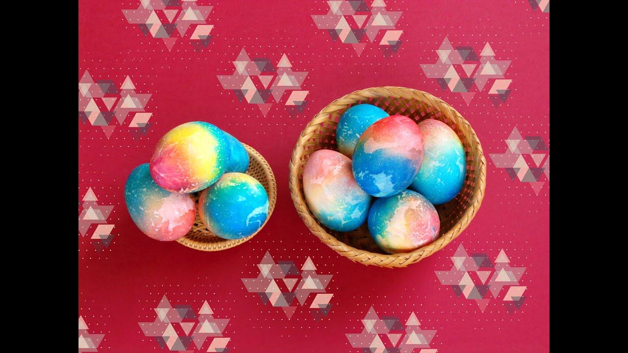 Интересная покраска пасхальных яиц салфетками— пошаговый рецепт на праздничный стол