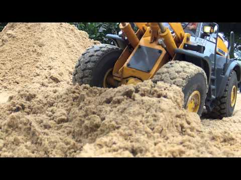 Construction of a water retention area with RC Wheelloader and Excavator