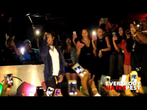 Jacquees performs Persian Rugs at School of Rock