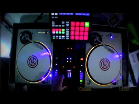 Traktor Scratch Pro Kontrol Z2 Remix Decks Demo Maschine MK2