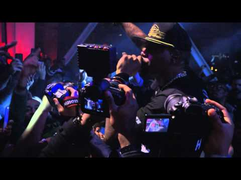 "Nas Performs Live -- ""The World is Yours"""