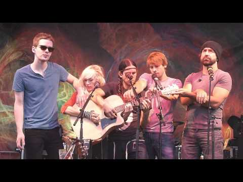 LIVE!!! Walk Off The Earth [Somebody That I Used To Know] - Surrey Fusion Festival 2012
