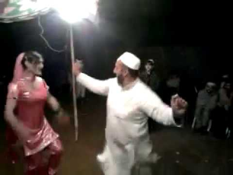 Peshawar Mast Hot Buda Chacha Dance With Shemale on Pastho Song