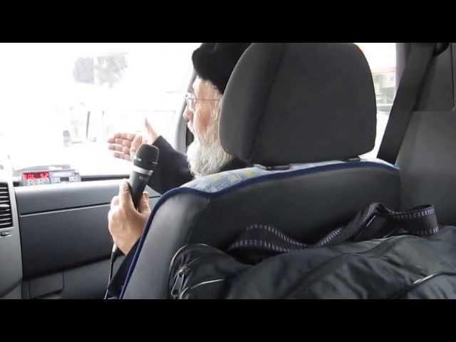 """הרב עזרא בר שלום בסיפורים מרתקים ליד קבר הגר""""ח פלאג'י"""