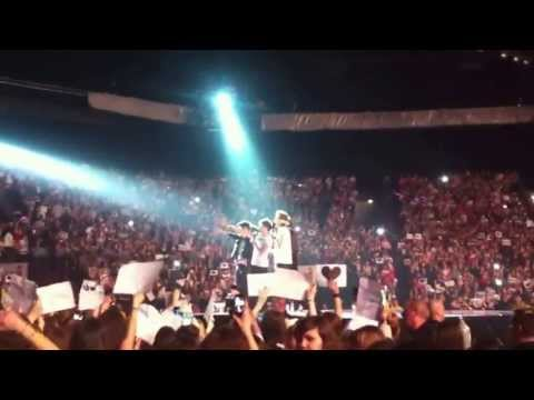One Direction Amneville Twitter Questions + Projet Torn video
