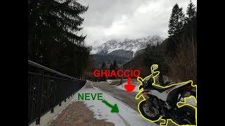 moto, neve e ghiaccio non vanno d'accordo + caduta epica