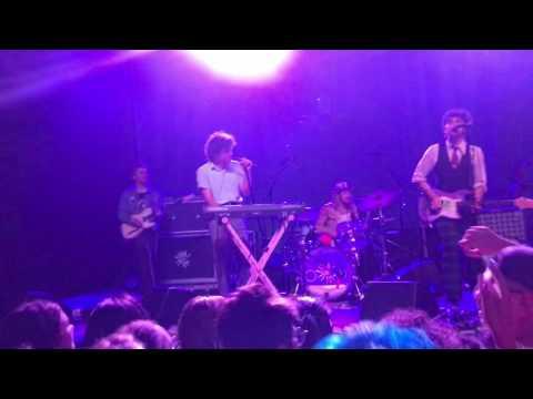 download lagu Vowels Live Hunny gratis