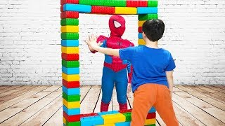 ALİ SİHİRLİ AYNADAN GEÇTİ - Kids Pretend Play With Colored Brick, Magic Mirror Fun Video
