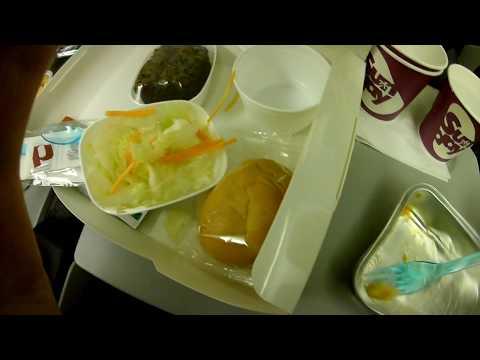 Запрещенная съемка ужин на борту боинга:)