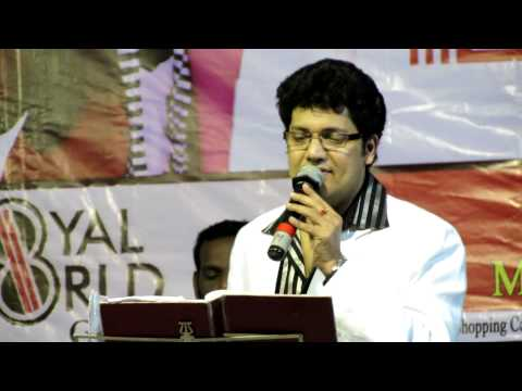 Biju Narayan Singing Attumanal Payayil  infant Jesus Cathedral, Mysore Nov 25, 2012 video