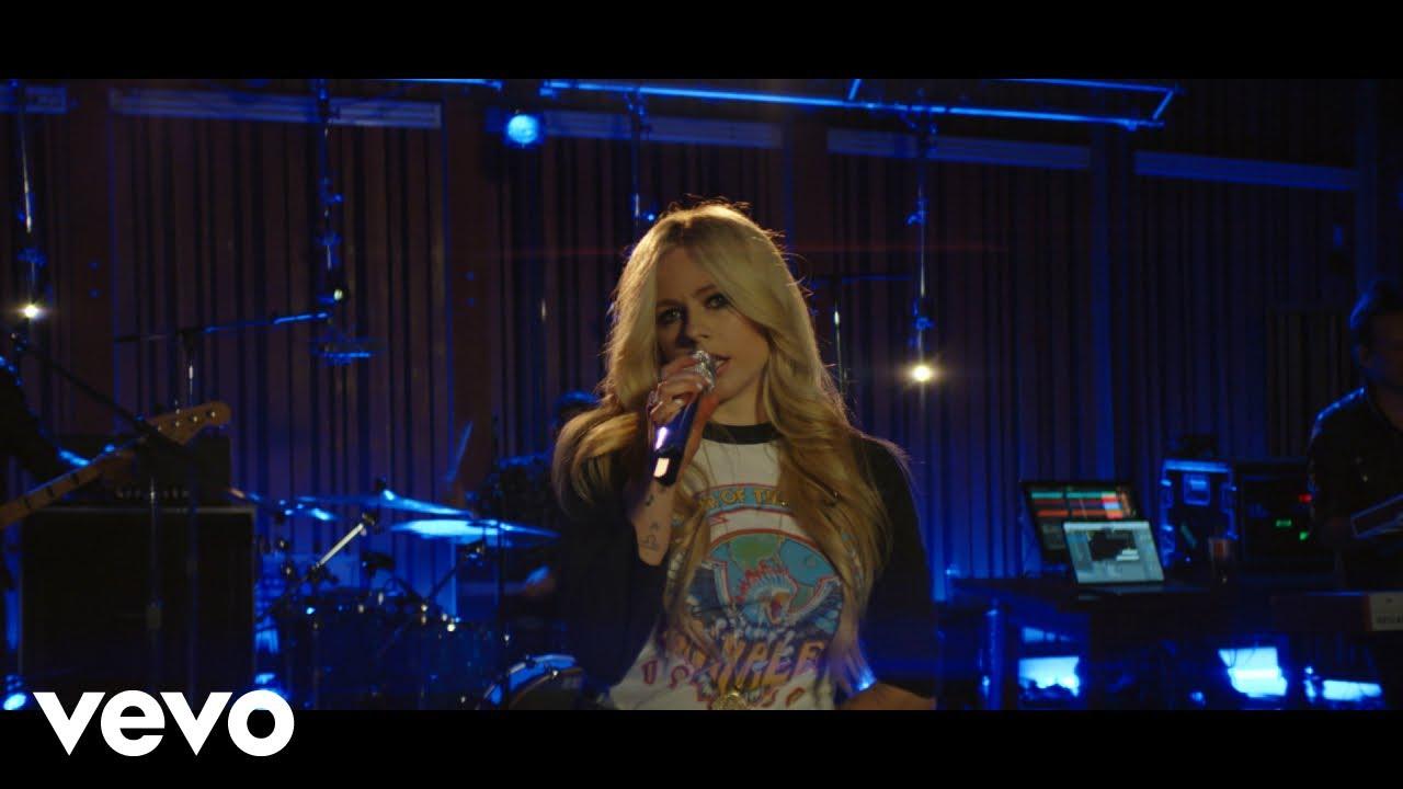 "Avril Lavigne - 「Honda Stage」でのライブから""Girlfriend""の4K映像を公開 thm Music info Clip"