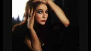 Kate Bush - L'amour Looks Something Like You
