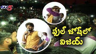 Vijay Deverakonda Surprises his Fans in Gokul Theatre | #TaxiwalaMovie | Hyderabad